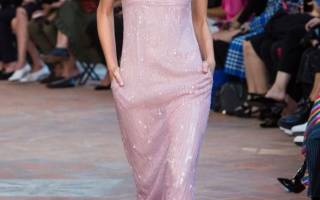 Актуальные и модные платья на Новый год 2019