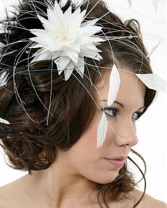 свадебные прически с цветами фото