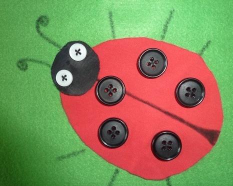 Поделка для ребенка с пуговицами