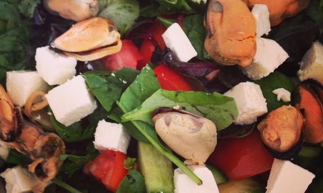 Рецепт новогоднего салата с мидиями