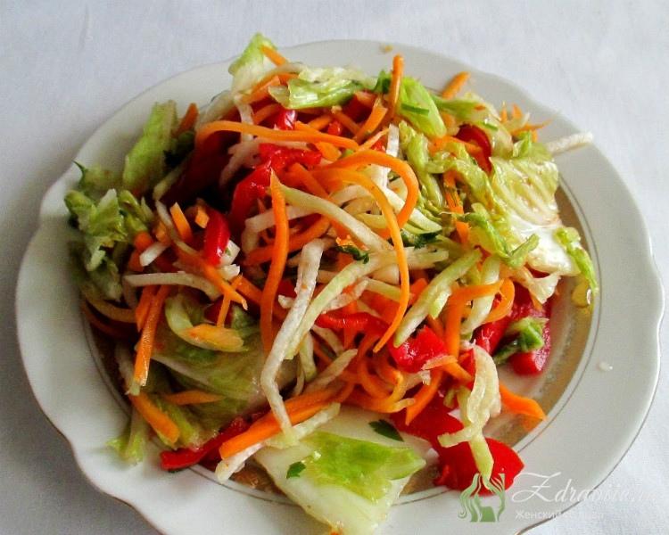 Салат можно есть на следующий день, но полностью готовым он будет через 3 дня.