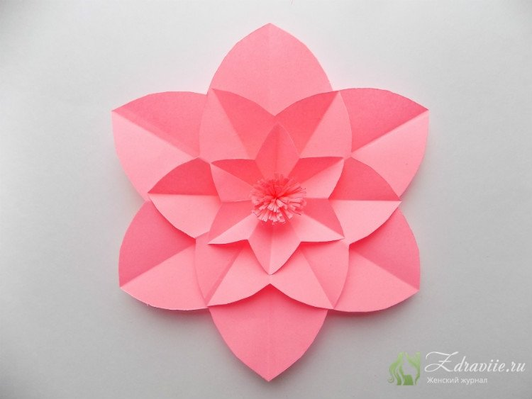 Цветок из бумаги готов