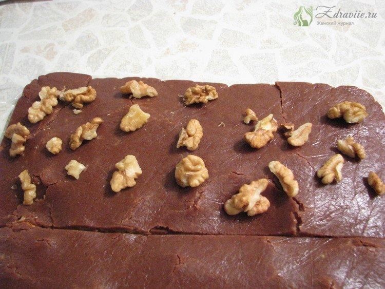 Выложить орехи