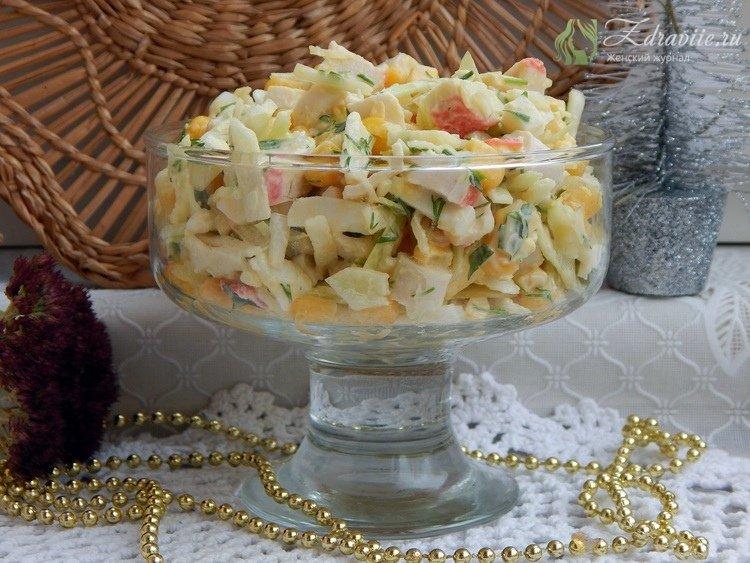 Переложить салат в красивое блюдо