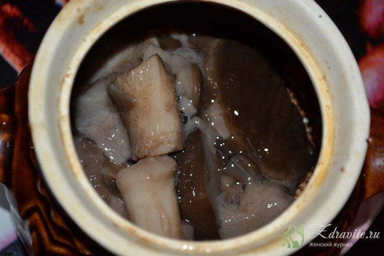Отжать грибы от влаги