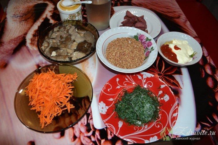 Ингредиенты для приготовления гречки с грибами в горшочке