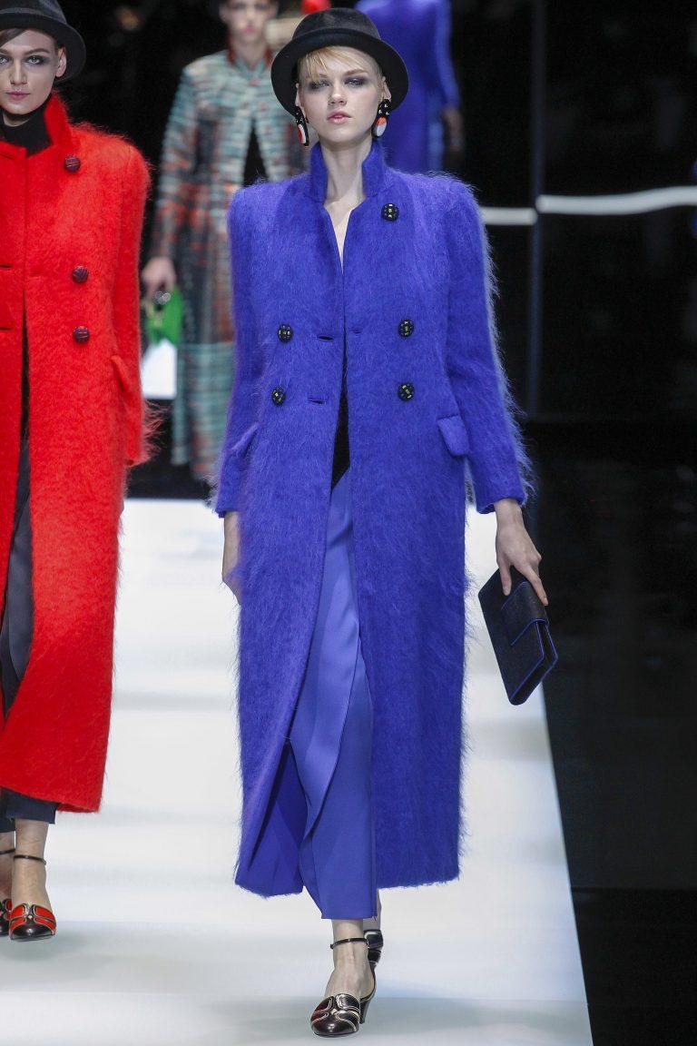 Пальто в синих тонах: мода осень-зима