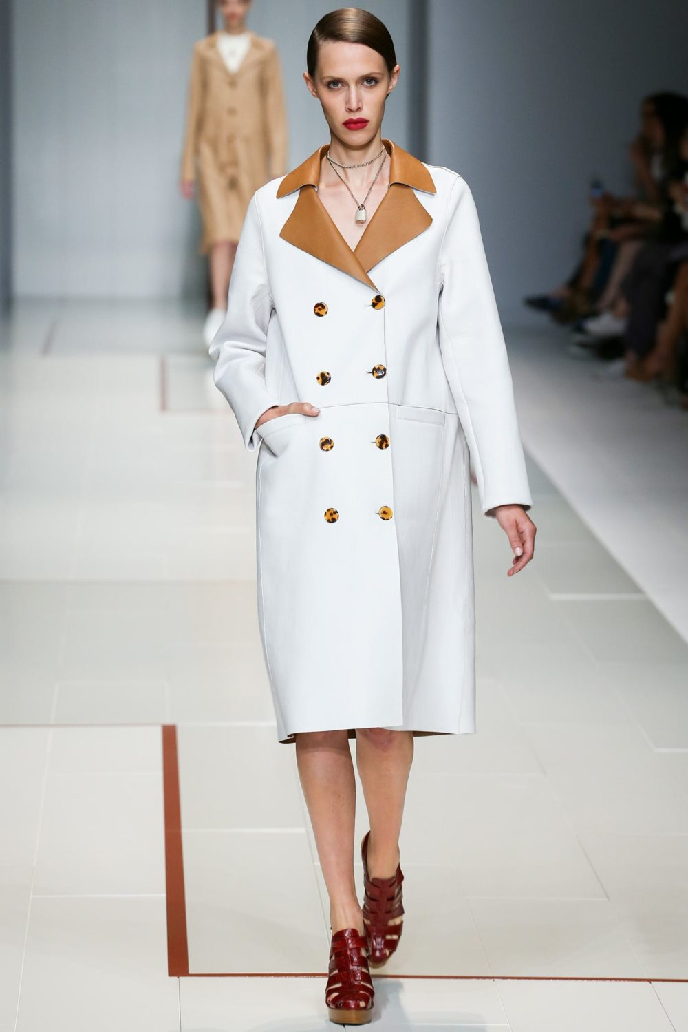 Белое пальто классика