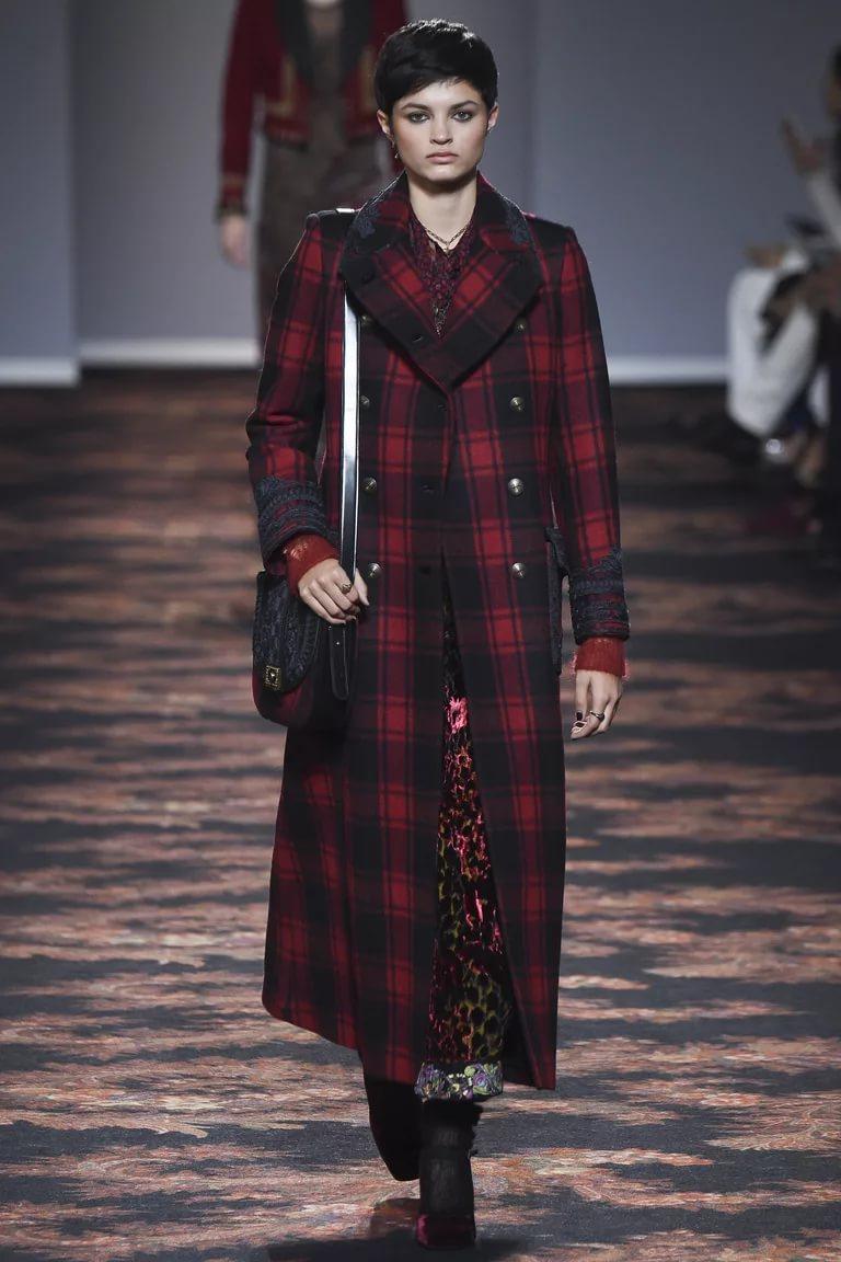 Пальто в клетку: стиль осень-зима