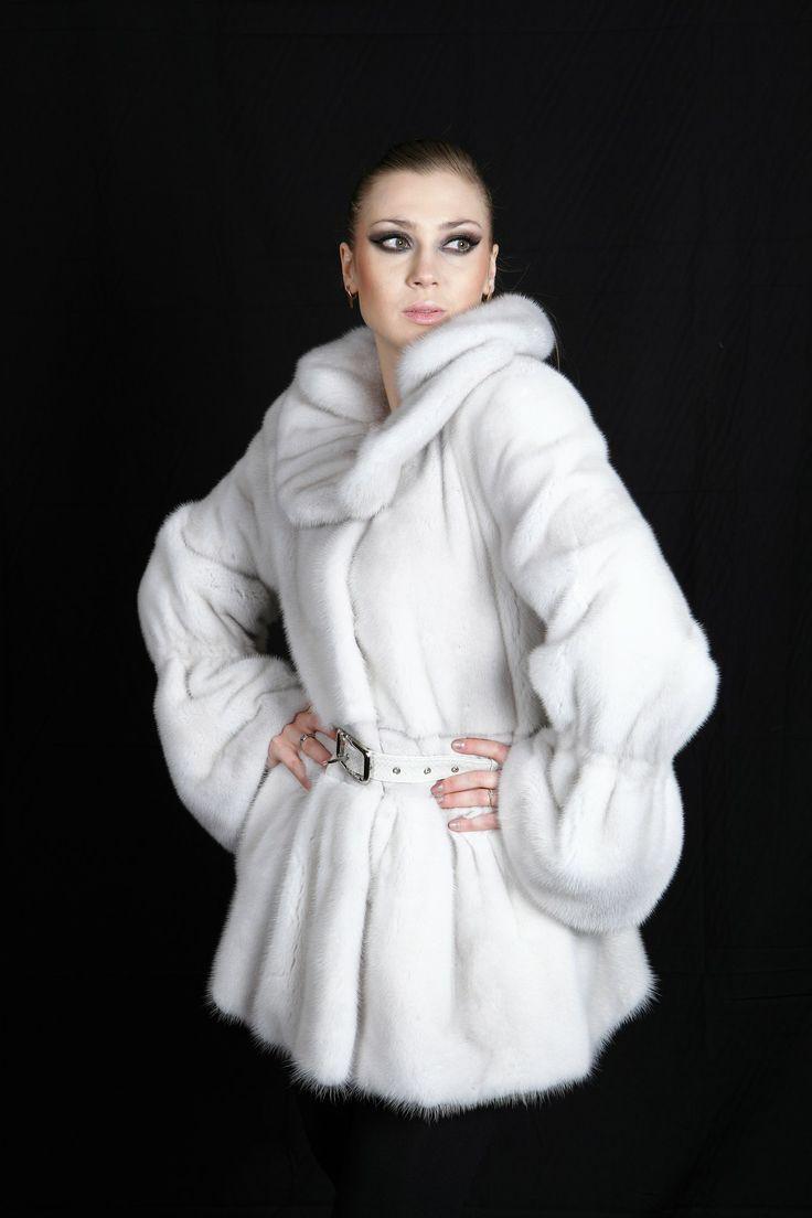 Белый цвет шубы: мода холодного сезона