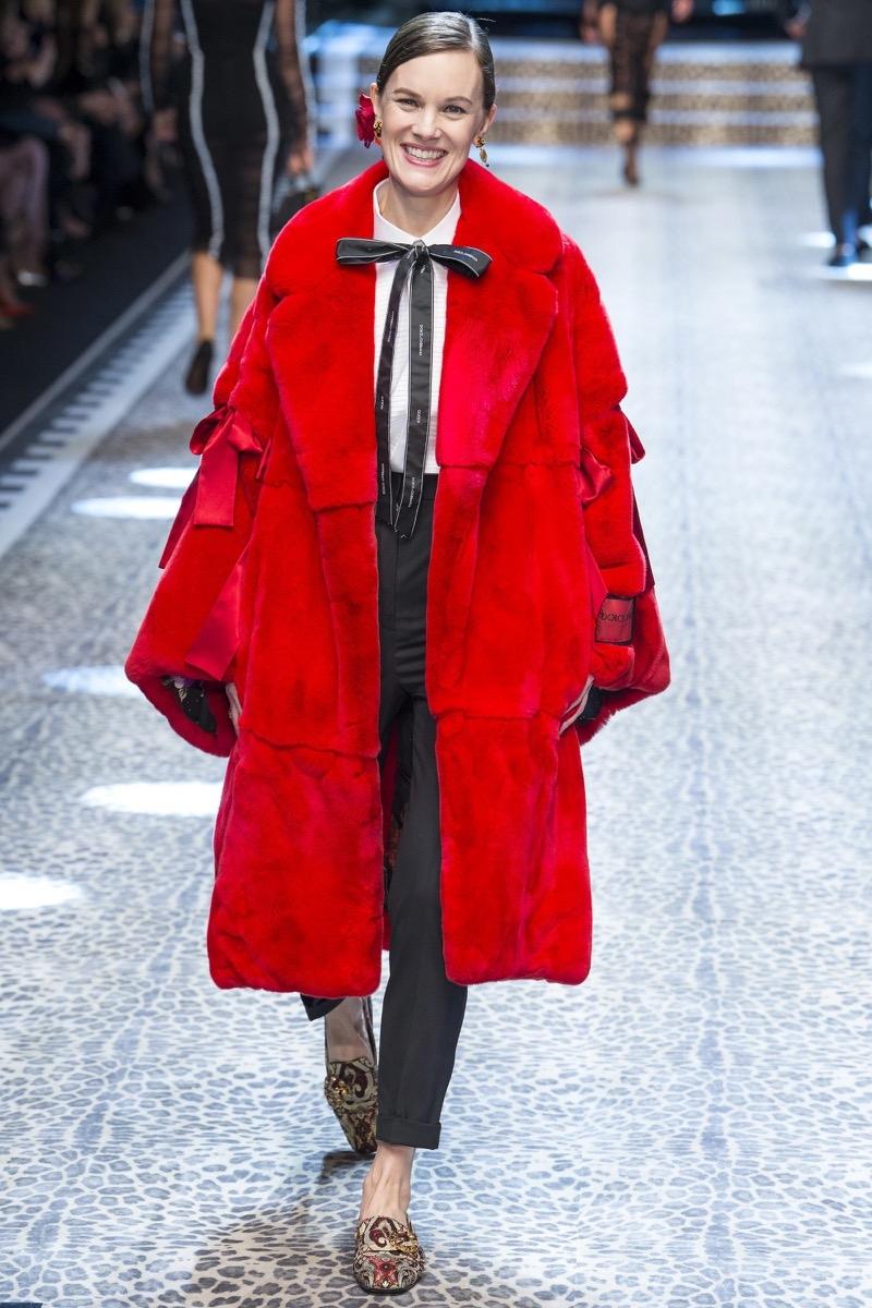 Стильное красное пальто осень-зима