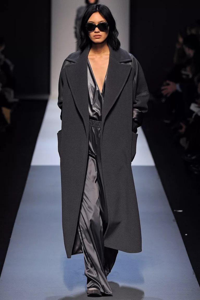 Серый трендовый цвет: стильное пальто