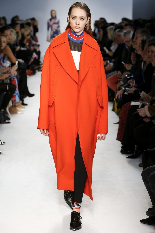Пальто в оранжевых тонах: стиль осень-зима