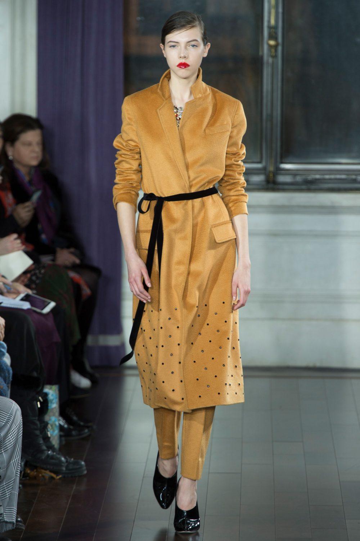 Горчичное пальто-платье с поясом