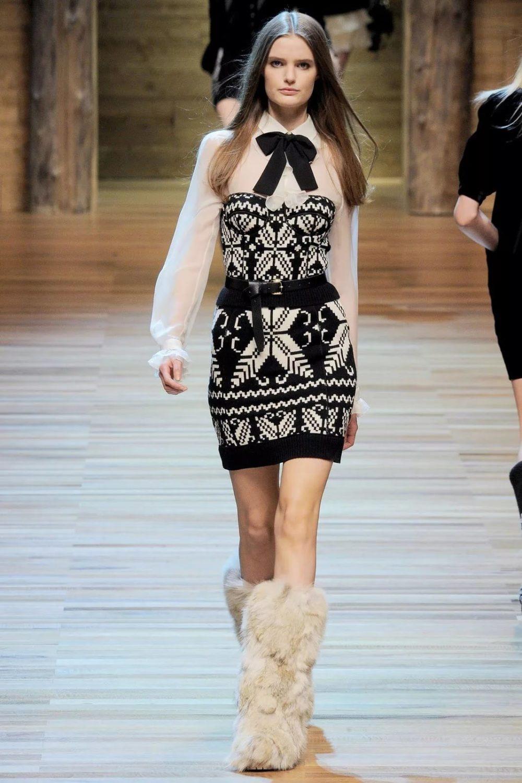 Модное платье с орнаментом