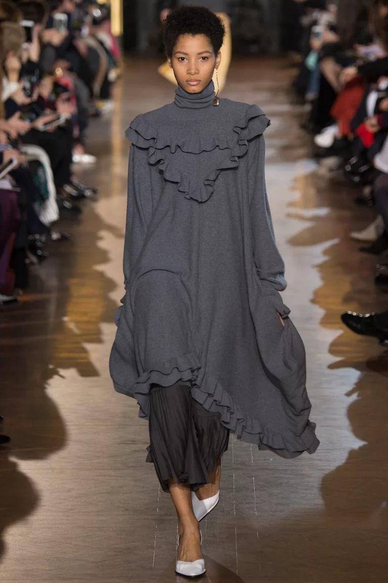 Стильное платье-туника с рюшем