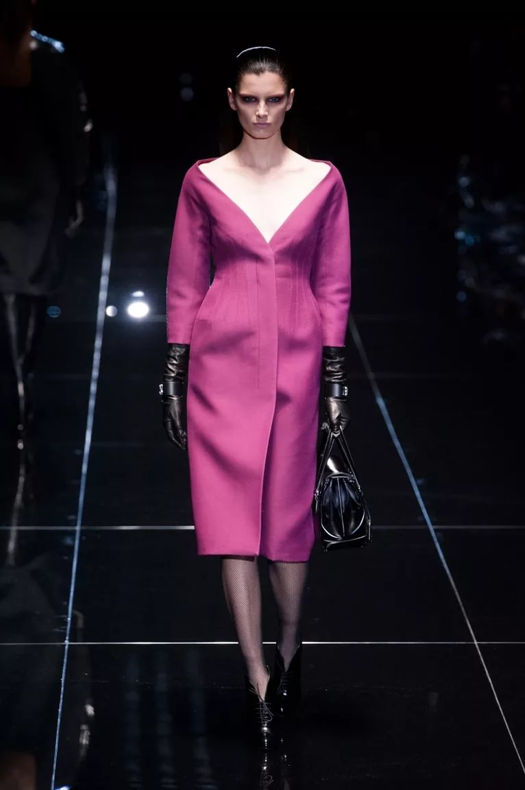 Платье с декольте: хит холодного сезона