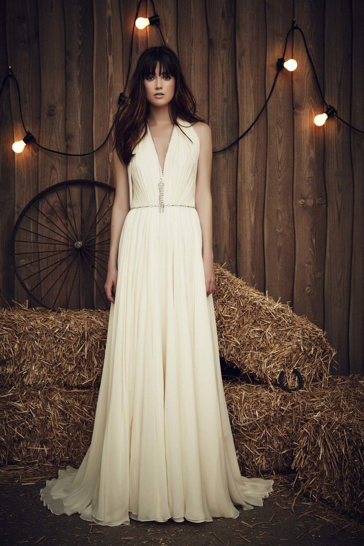Стильное платье на свадьбу в цвете слоновой кости