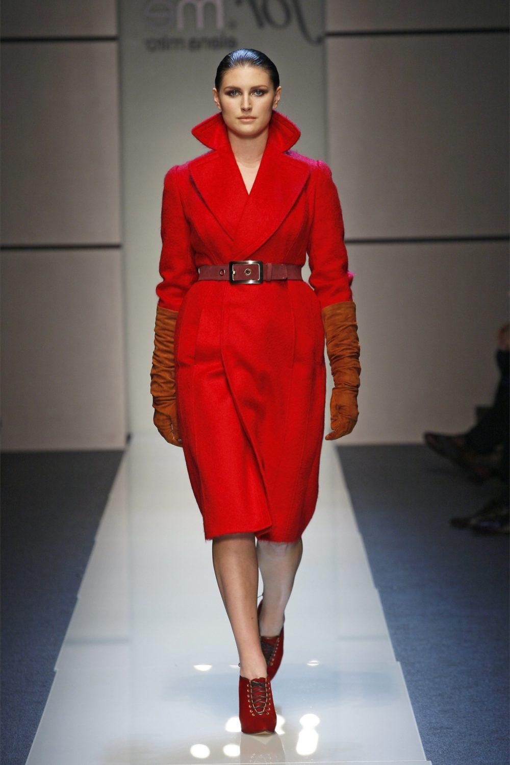 Красное пальто фото новинка