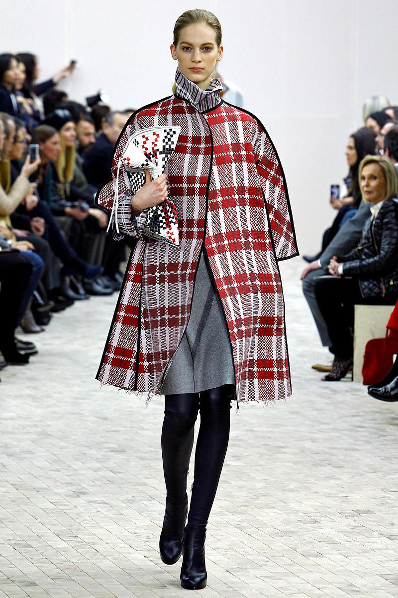 Пальто в клетку в стиле оверсайз