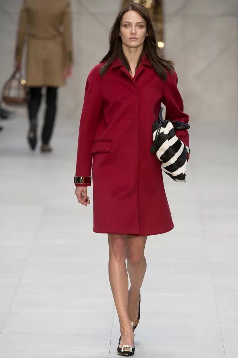Бордовый цвет в модном луке