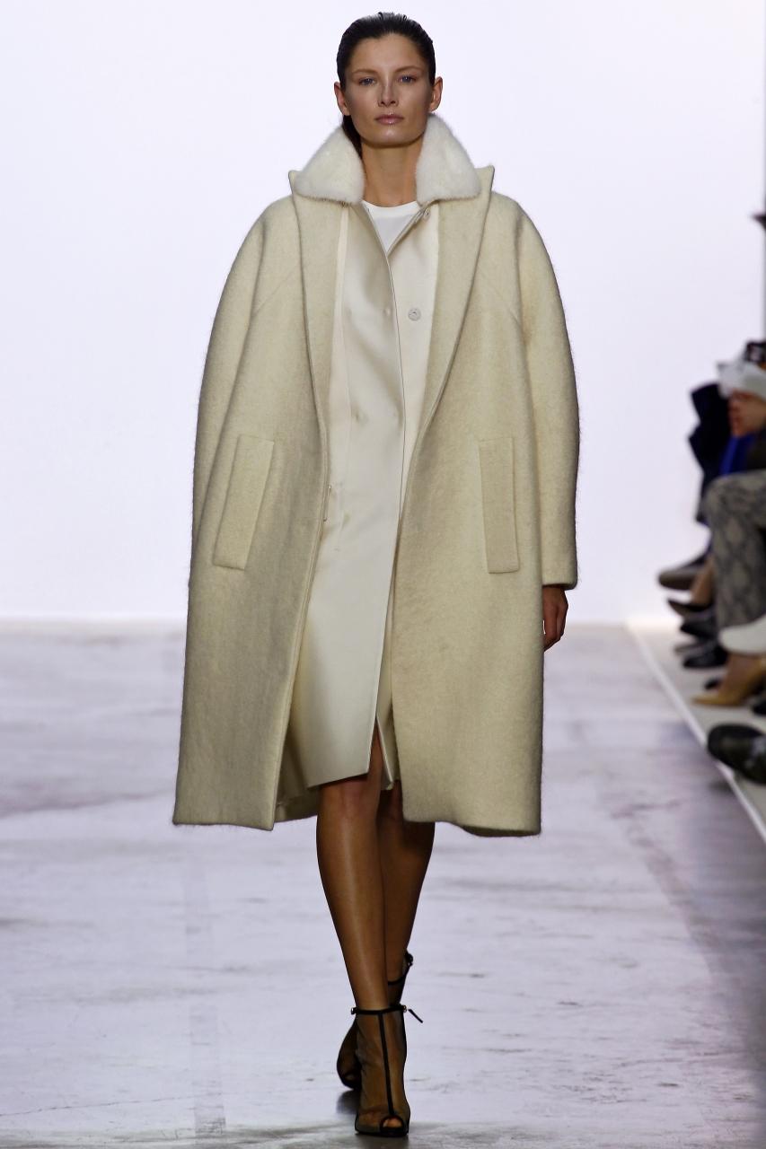 Стиль оверсайз в трендовом пальто