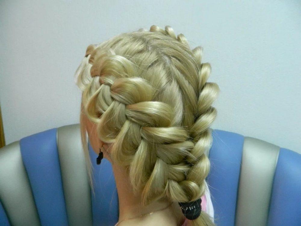 Простая прическа своими руками на средние волосы
