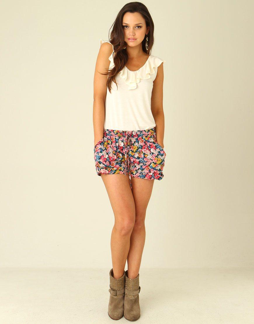 короткие летние шорты с цветочным принтом