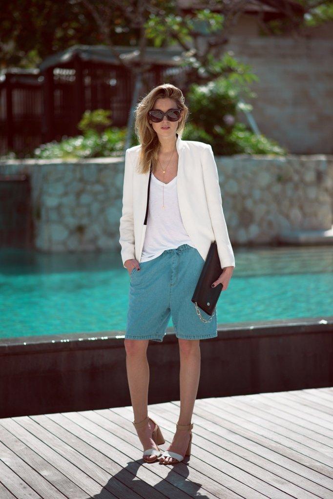 вариация стильных шорт на лето выше колена