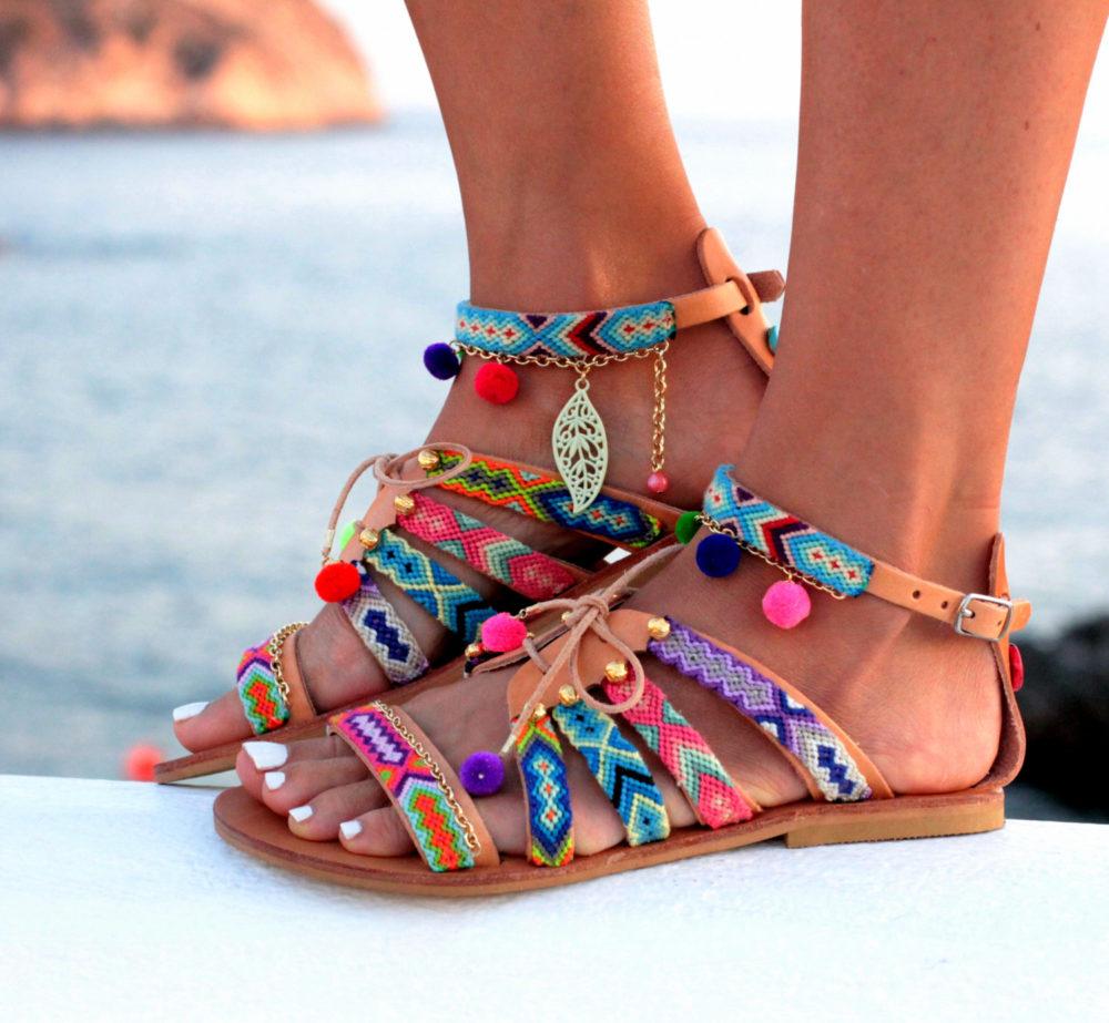 обувь в греческом стиле для пляжа