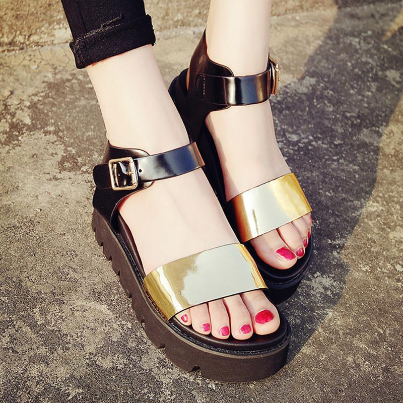 золотистые сандалии на платформе