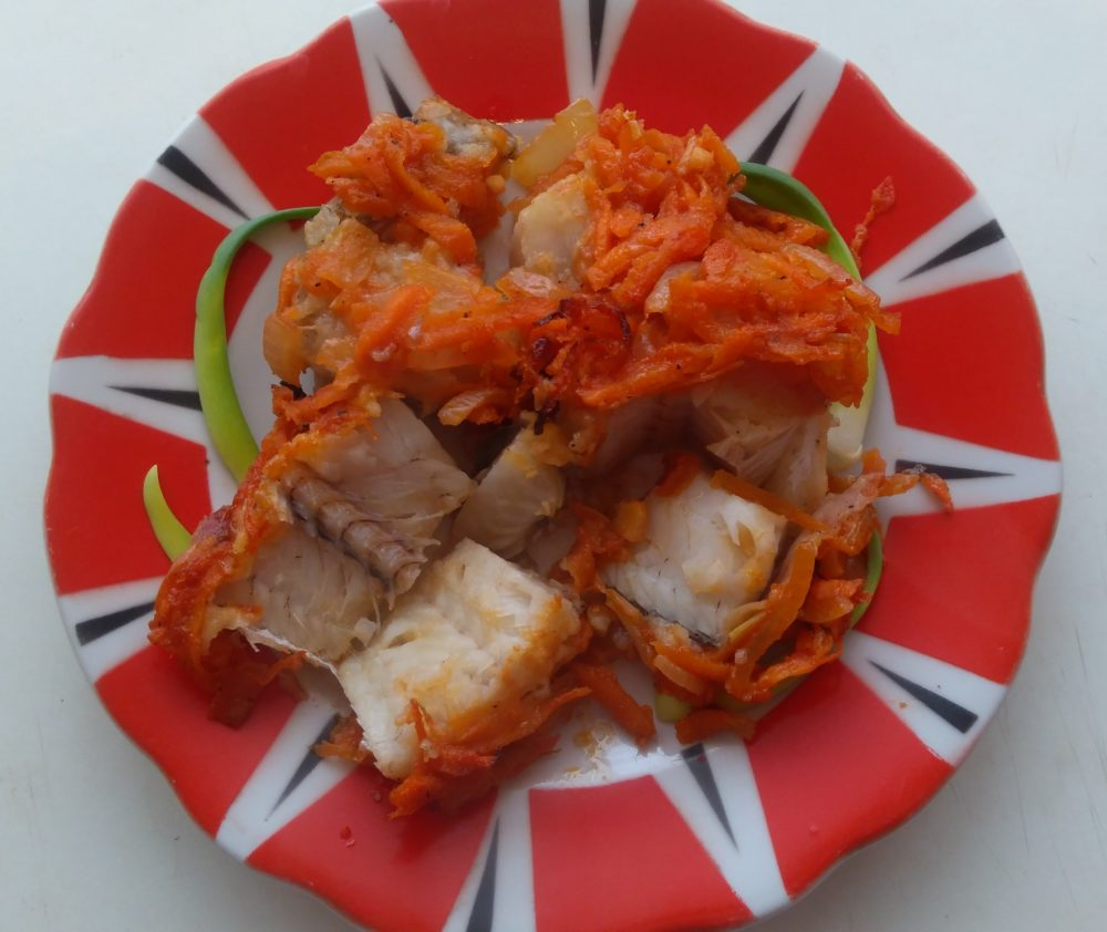 Рецепт: Вкуснейший хек в духовке под овощами