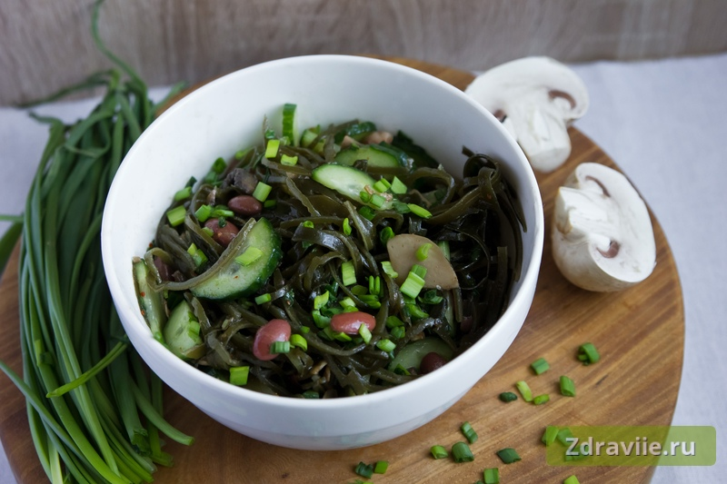 Рецепт: Салат из ламинарии сушеной с грибами и фасолью