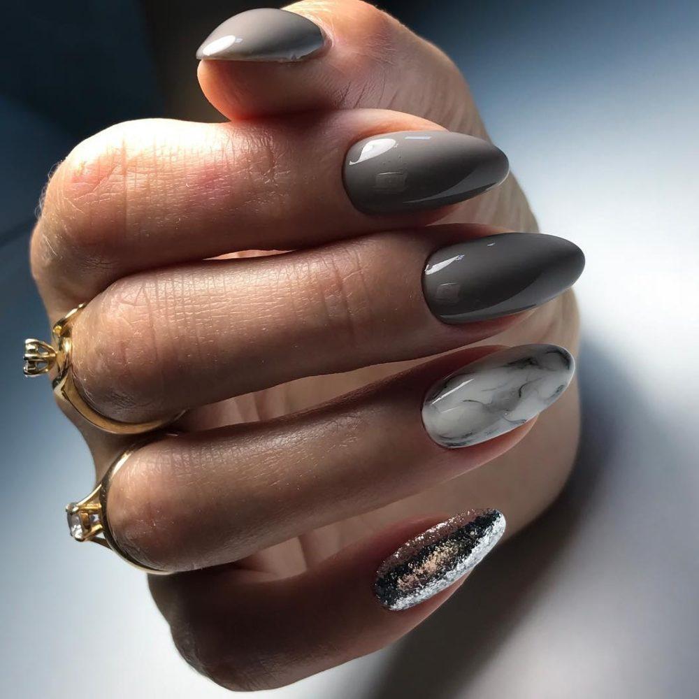 нежный летний серый лак для ногтей