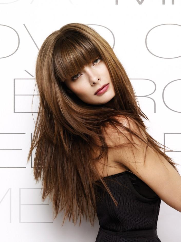 стильная стрижка для длинных волос с челкой