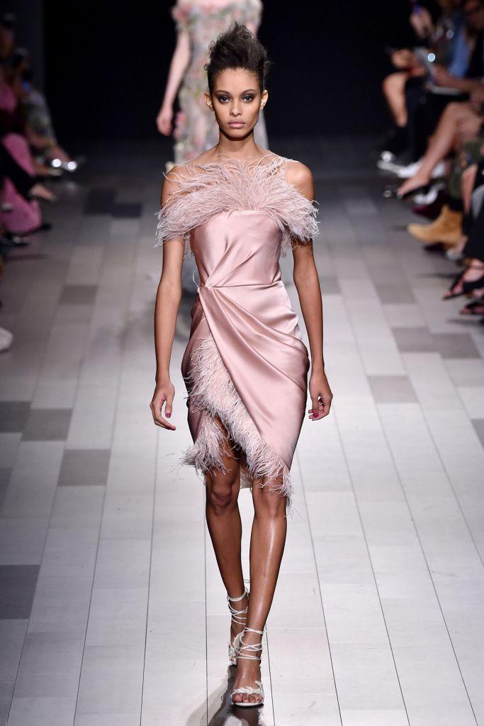 нежно розовое платье короткое
