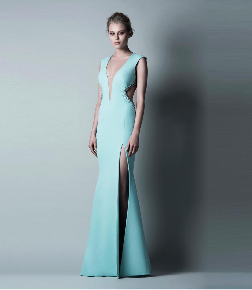 длинное платье с глубоким декольте и разрезом