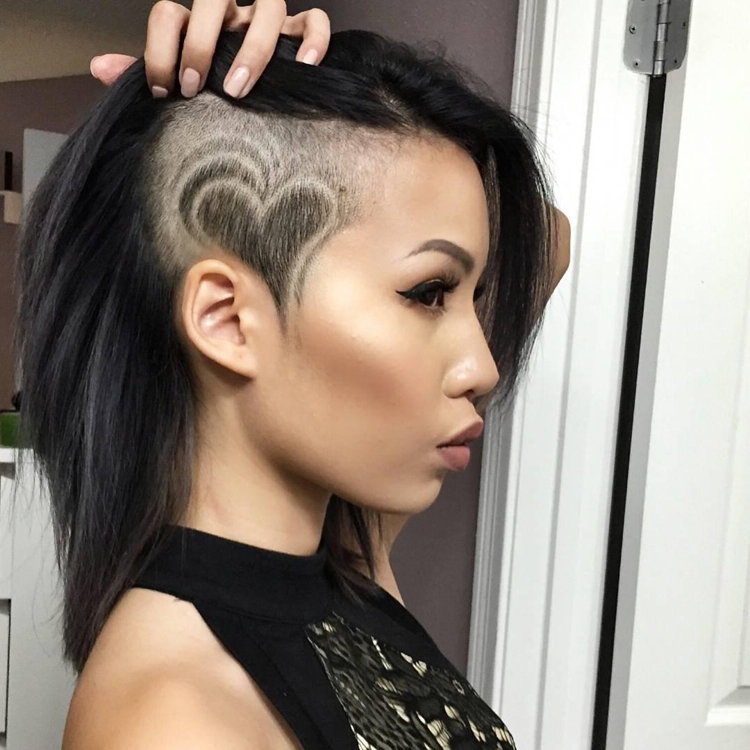 стрижка на средние волосы с выбритым виском