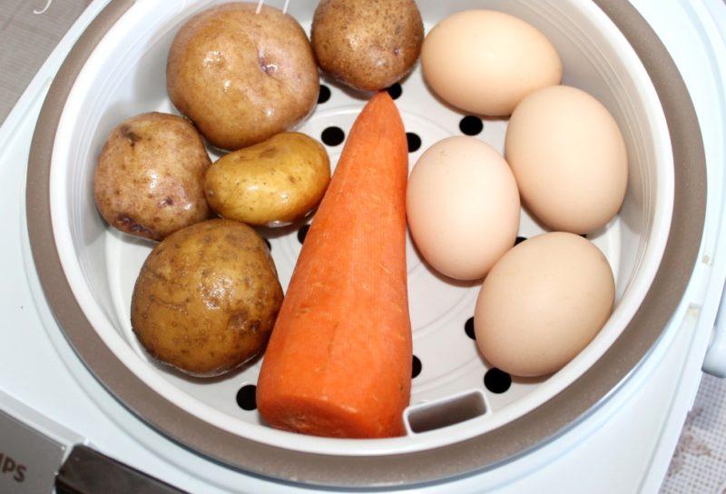 Выложить овощи в мультиварку