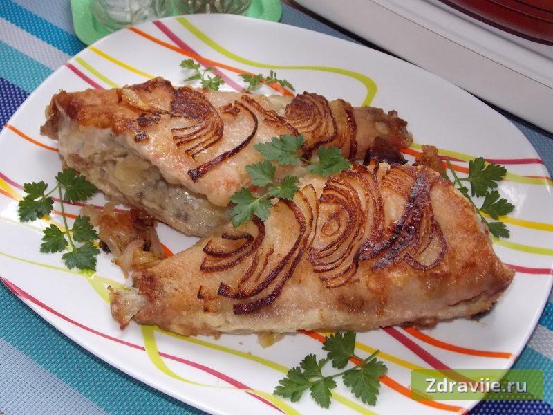 Жареный морской окунь с луком - рецепт с фото