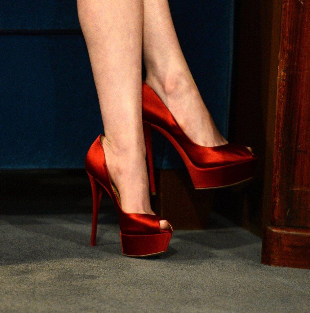 красные туфли на выпускной с открытым носком