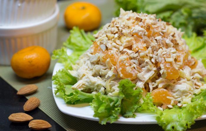 Салат с курицей и мандаринами на Новый год