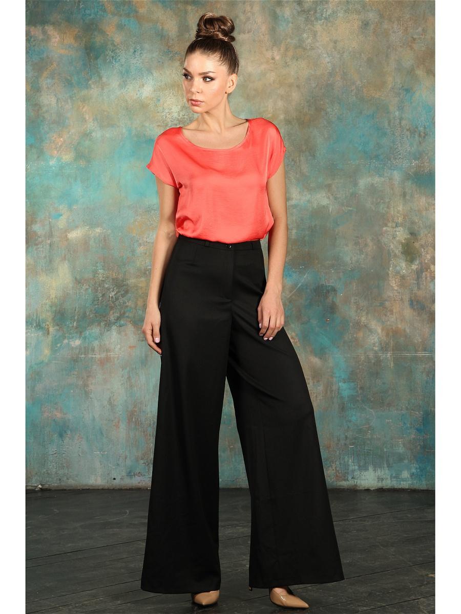 Стильные брюки-клеш