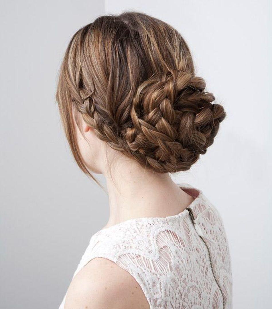 Сочетание кос и пучка