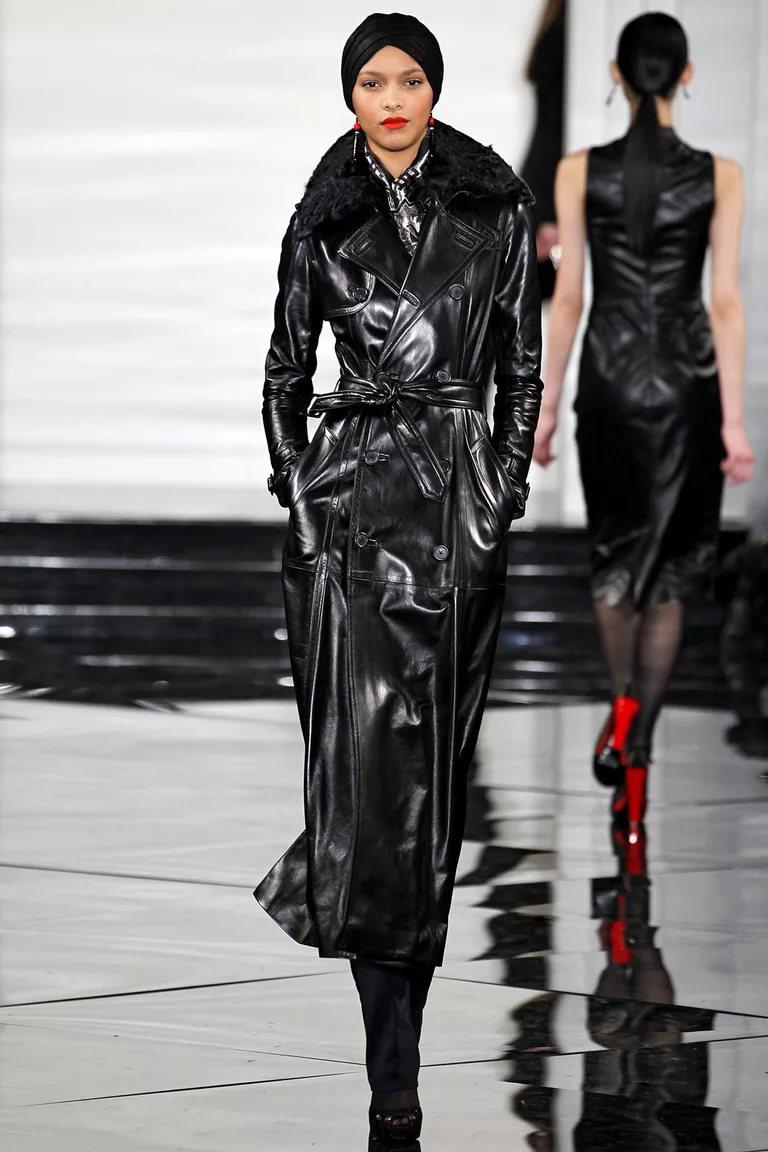 Лаковая кожа: стильное пальто модного сезона