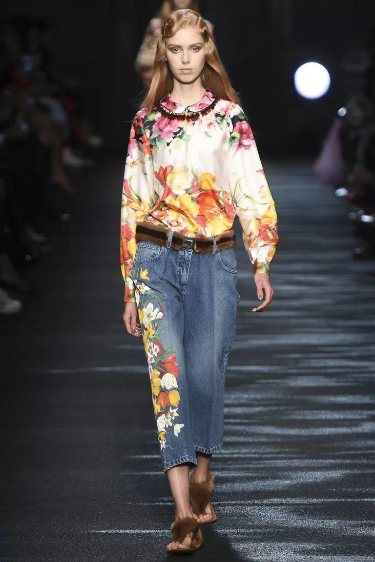 Вышивка на джинсах: тренд холодного сезона