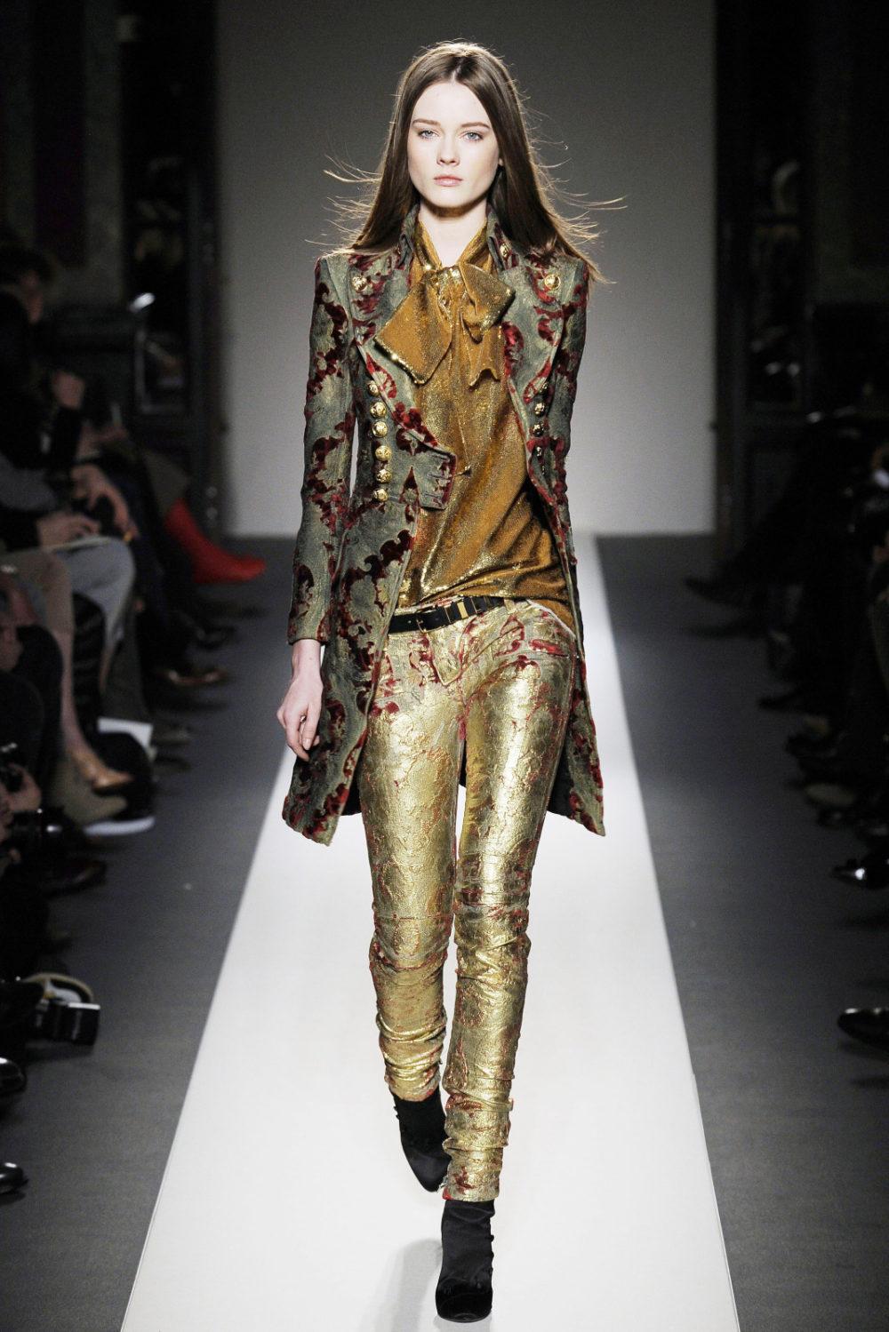 Стильная одежда с глянцевым напылением