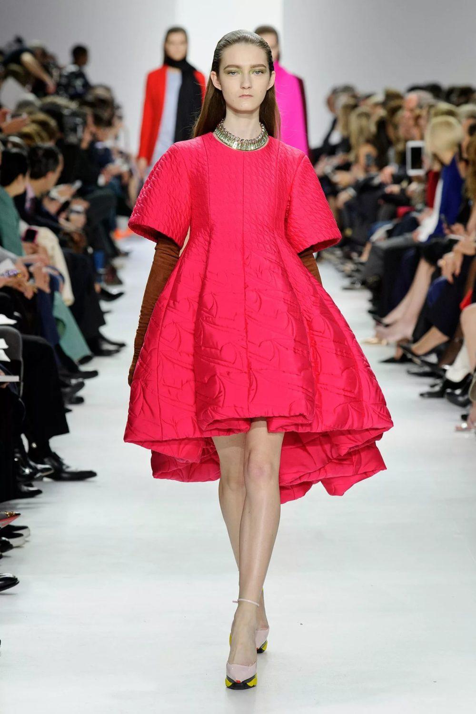 Стильное платье цвет розовая фуксия