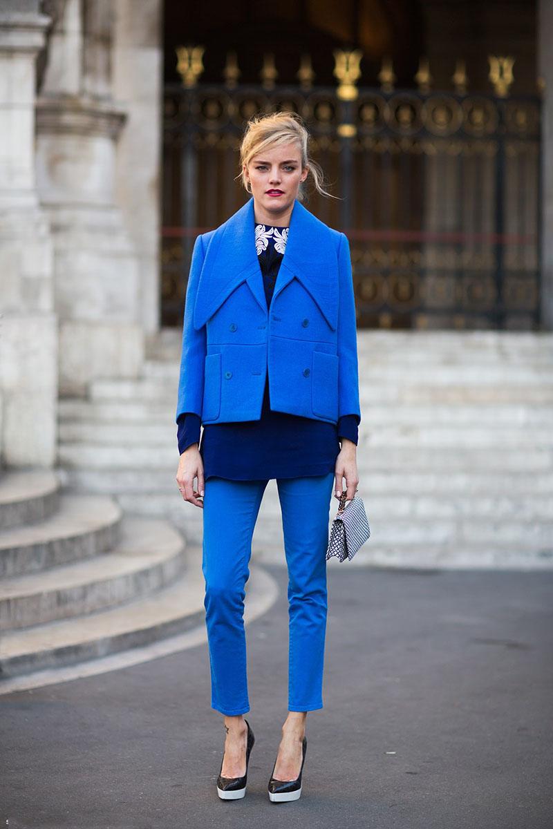 Модный цвет синий лазурит