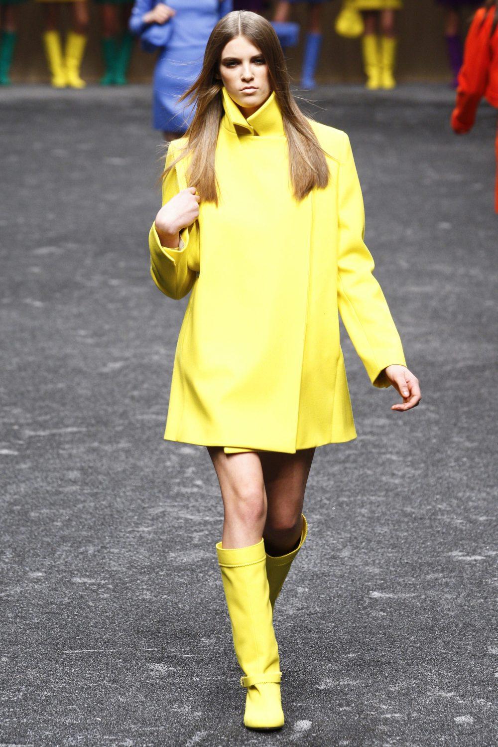 Платье в ярком лимонном оттенке